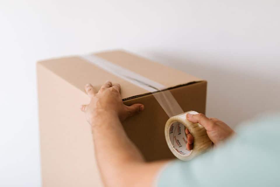Embalando cajas de mudanza