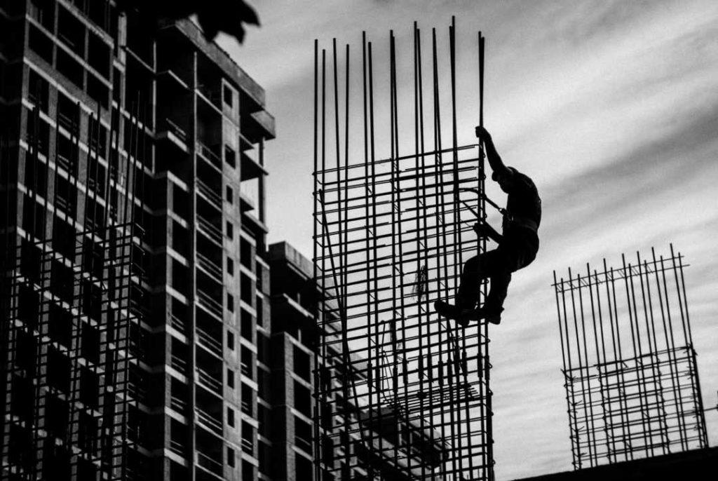 Ferrallista en obra de construcción